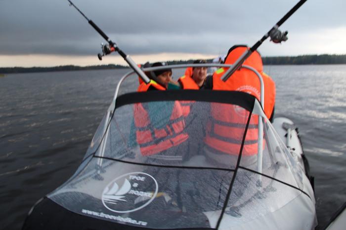 компания Трое в лодке